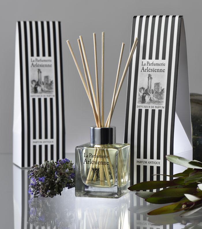 3885b37cf17 Création d une gamme cosmétique bio. La Parfumerie Arlésienne Conception et  création graphique de produits dédiés aux senteurs (pour vous ou la maison).